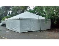 tendas piramidais fechadas no Parque São Lucas